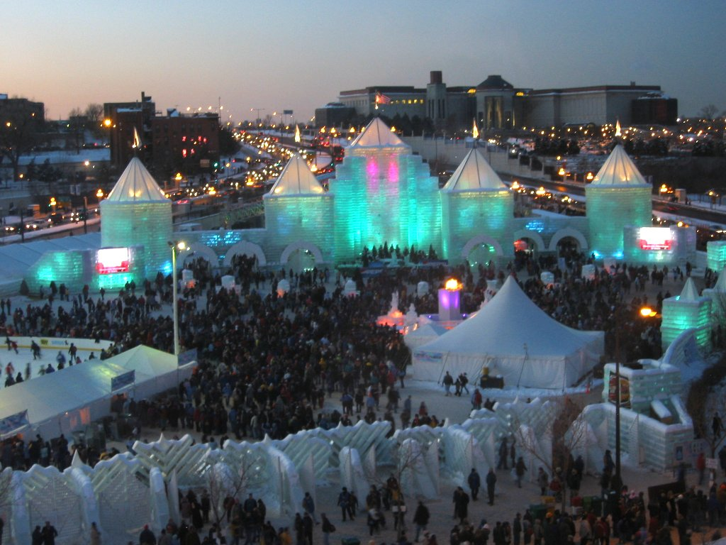 2004_Winter_Carnival_Ice_Castle_(night)